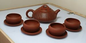 A Fine Yixing Teapot With 4 Tea Bowls & Saucers Inscribed With The Heart Sutra.