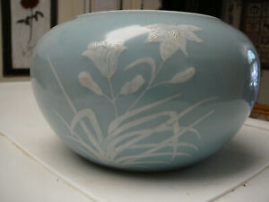 Beautiful Chinese porcelain skyblue clair de lune slip decorated planter 19th C