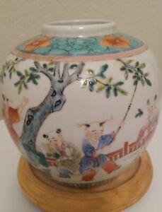 Antique Chinese Famille Rose Porcelain Figures Vase