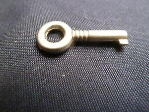 details sur ancien petite cle clef tiroir coffre meuble old key retro serrure cadenas