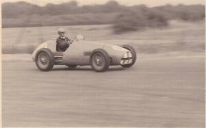 FERRARI DRIVEN BY ROY SALVADORI, BRITISH GRAND PRIX SILVERSTONE JULY 1952 PHOTO