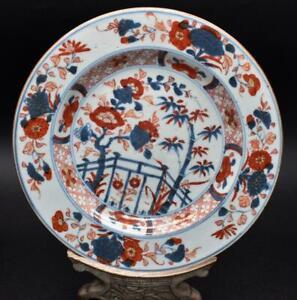 ANTIQUE CHINESE 18thC KANGXI PERIOD IMARI PLATE - FINE FENCE GARDEN DECORATION