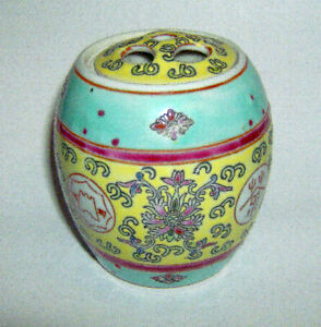 CHINESE BARREL GINGER JAR ( BAT & FLORAL ) 100mm in height with fretwork lid