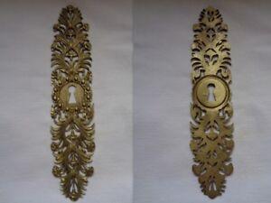 details sur ancienne plaque de proprete entree de serrure pour meuble en bronze decor fleurs