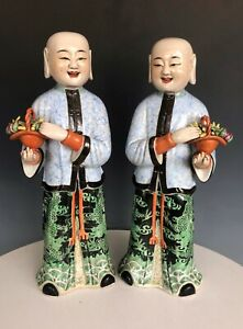 A pair of Beautiful Chinese porcelain figurines statue with mark