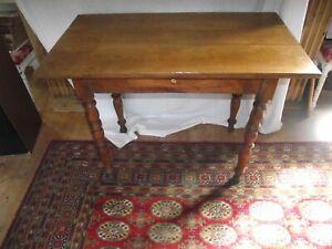 details sur table bureau en merisier xixe