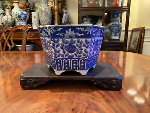 A Chinese Qing Dynasty Blue and White Porcelain Planter.
