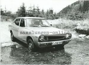 Datsun 1200 IN Wilderness Flussquerung Photo Car Automobile Photography Press