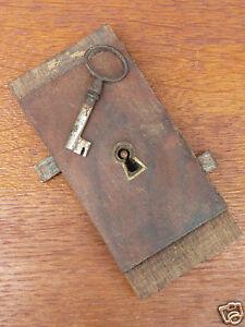 details sur serrure clef ancienne de meuble double pene xixe 19th old cabinet lock schloss