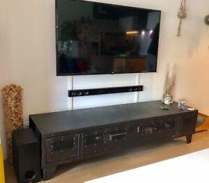 details sur vestiaire metallique type industriel transforme en meuble television