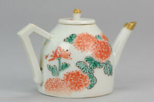 Miniature Ca 1700 Japanese Porcelain Teapot Arita Red Green Japan chrysanthemum