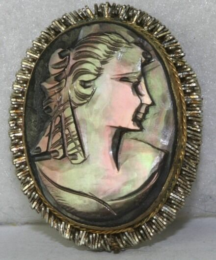 Vintage Italian Italy Carved Mother Of Pearl Cameo Pin