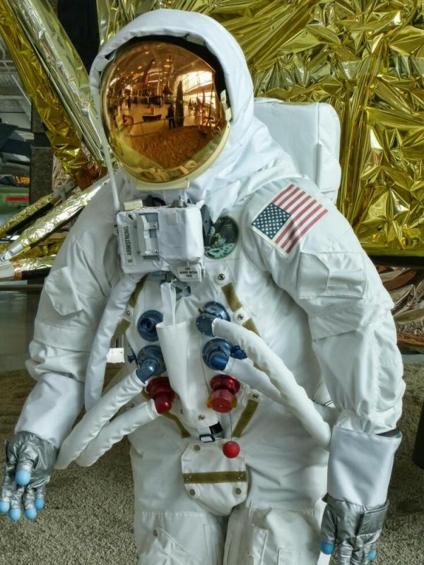 Apollo 11 Museum Quality Replica Space Suit | eBay