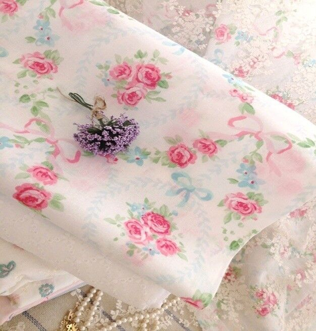 Vintage Shabby Chic ROSES FLOWER CHAIN Cotton Quilting