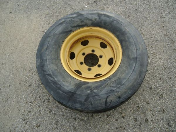Hyster Forklift Wheel 6-Lug With Used Goodyear G286 Tire ...