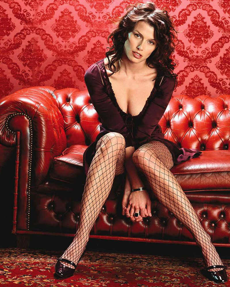 BRIDGET MOYNAHAN 8x10 PHOTO PICTURE PIC HOT CLEAVAGE SEXY