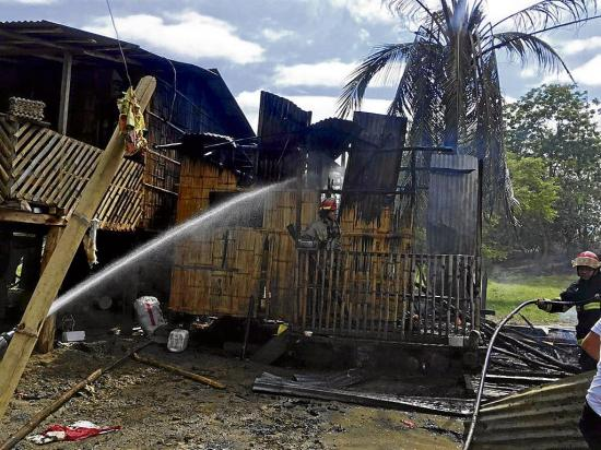 Se queman dos viviendas de caña guadua