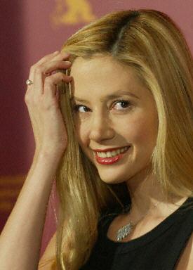 36歲女星米拉索維諾 與22歲男友喜結良緣   大紀元