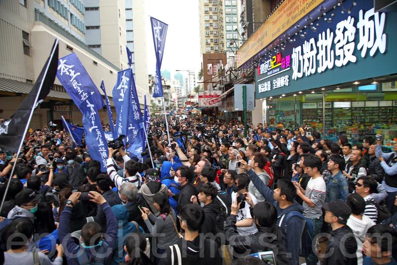 香港元朗居民撐取消一簽多行反暴力 | 水貨客 | 自由行 | 大紀元