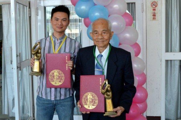 屏東表揚優良教師 94歲楊明義獲奉獻獎 | 大紀元