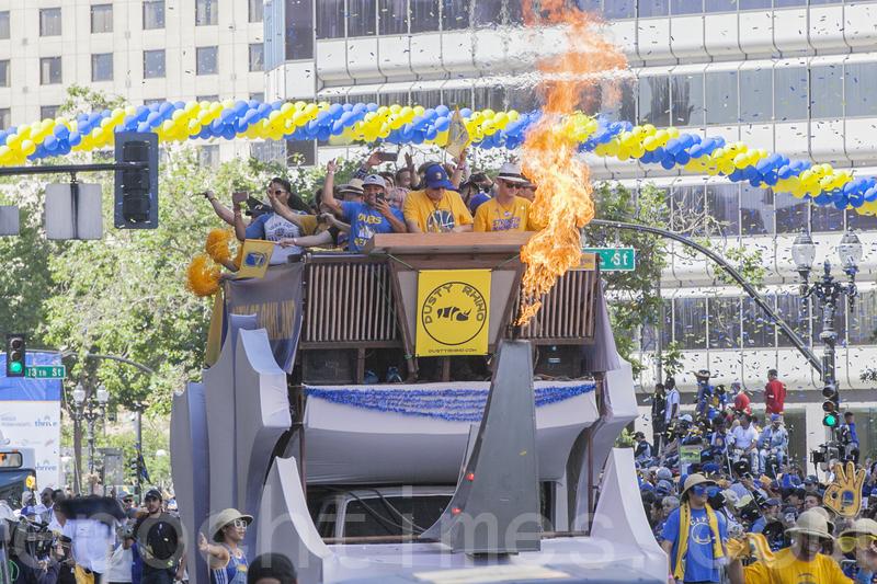勇士NBA總冠軍慶功大遊行 百萬球迷齊歡慶 | 金州勇士隊 | 遊行慶祝 | 庫里 | 大紀元