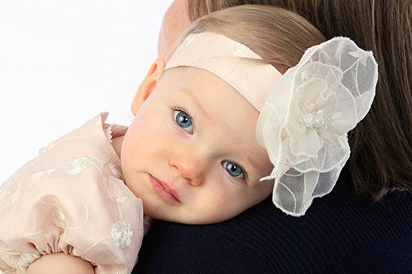 6月大寶寶脊椎嚴重變形 元兇很多父母仍在買 | 嬰兒推車 | 嬰兒車 | 嬰幼兒發育 | 大紀元