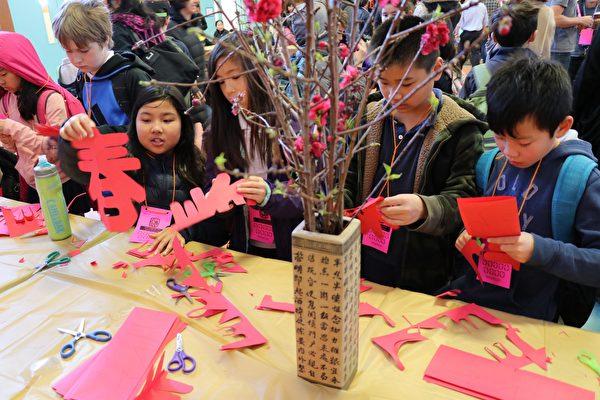 迎黃曆新年 舊金山小學生體驗中國文化習俗 | 大紀元