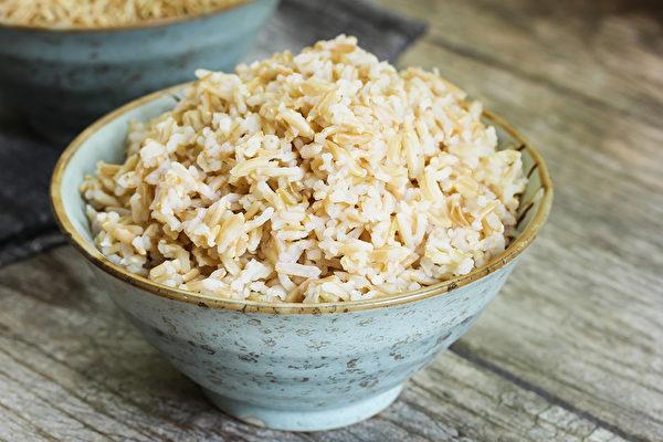 糙米比白米有4大好處!但一些人不適合吃 | 糙米營養 | 纖維 | 米糠 | 大紀元