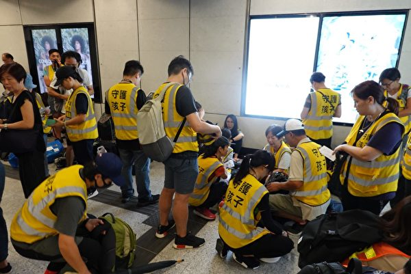 【更新中】港人繼續抗爭 警發催淚彈射水炮車