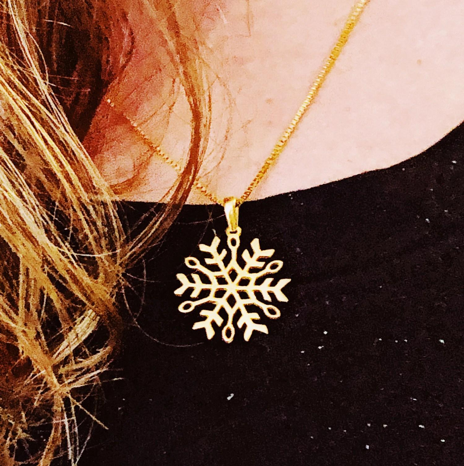 Flocon de neige en argent, médaillon flocon de neige, pendentif flocon de neige, bijou canada, froid, hiver,