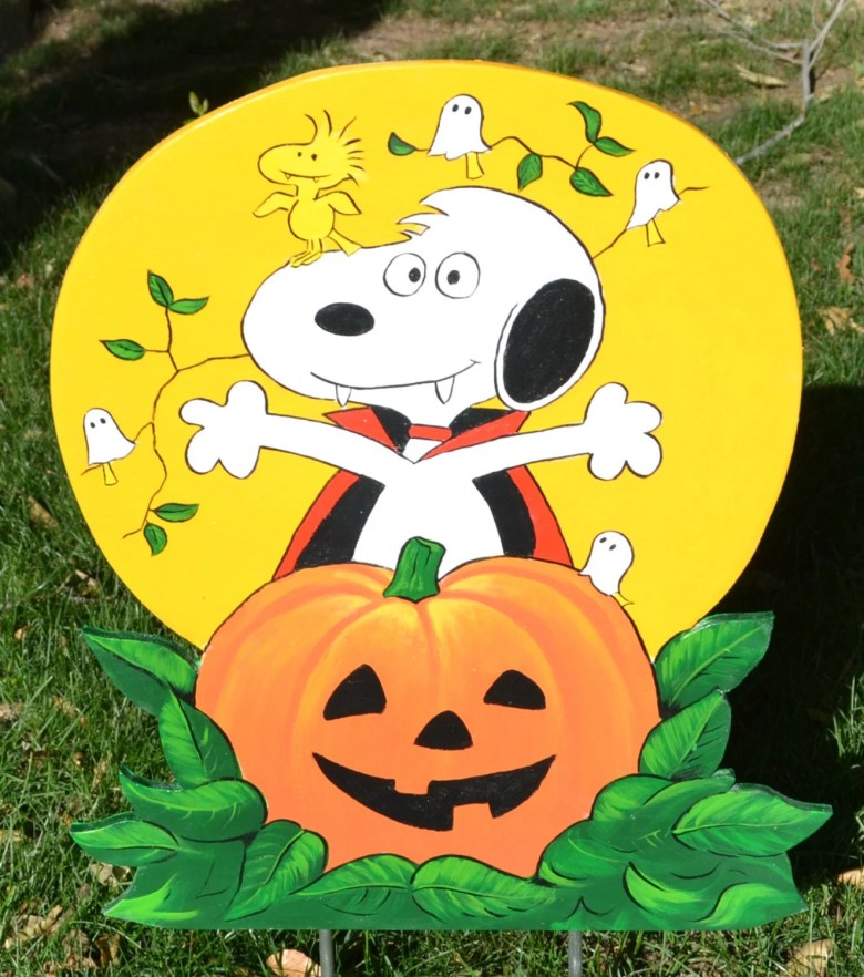 Snoopy and Woodstock by LawnArtDeco