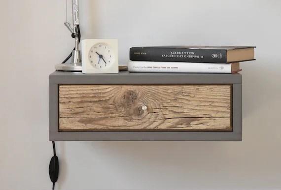 table de chevet grise en beton suspendue avec 1 tiroir en bois antique fait main