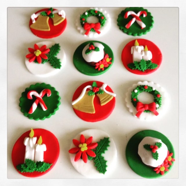 12 x christmas fondant cupcake toppers. Wreath candy canes image 0