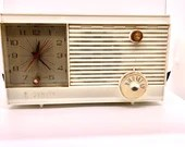 Vintage Zenith Tube Clock Radio AM Radio Alarm Clock Model M507W