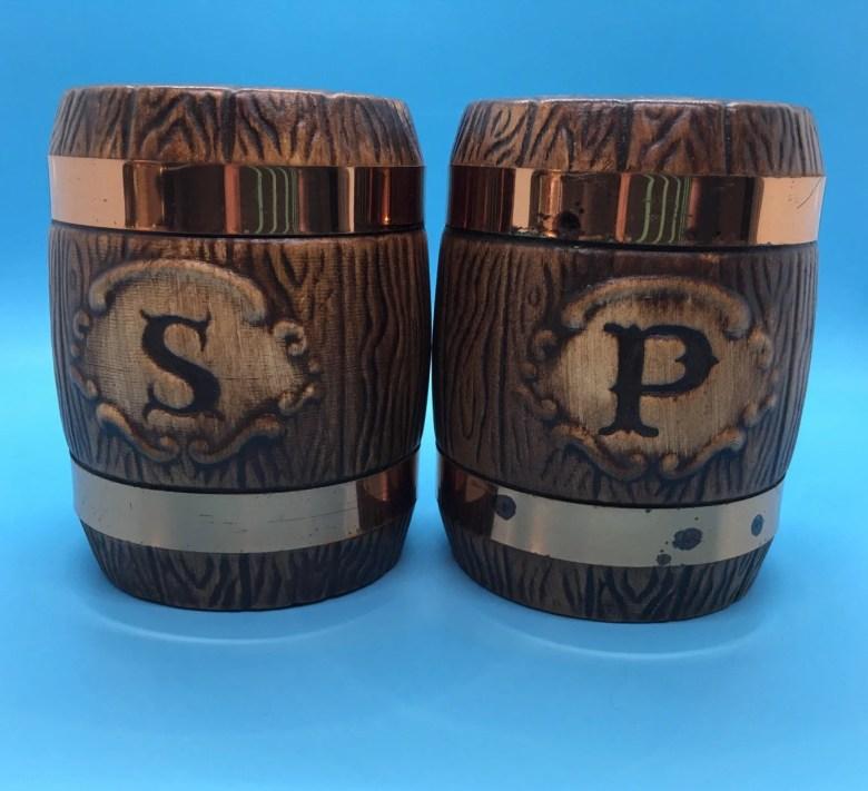 Vtg Barrel Salt& Pepper shakers - Copper Bands