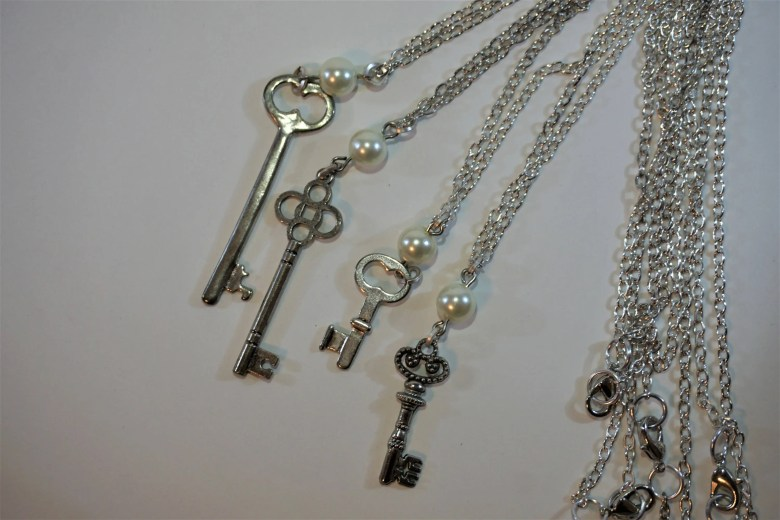 Elegant Antique Key Neckl...