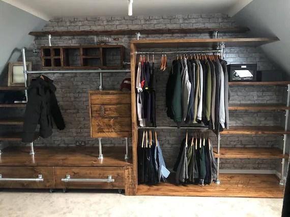 armoire style industriel fait avec bois de reclamied sur mesure fait sur commande