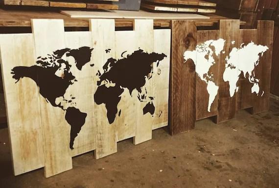 tableau carte du monde bois mappemonde palette carte du monde sur bois decoration interieure planisphere