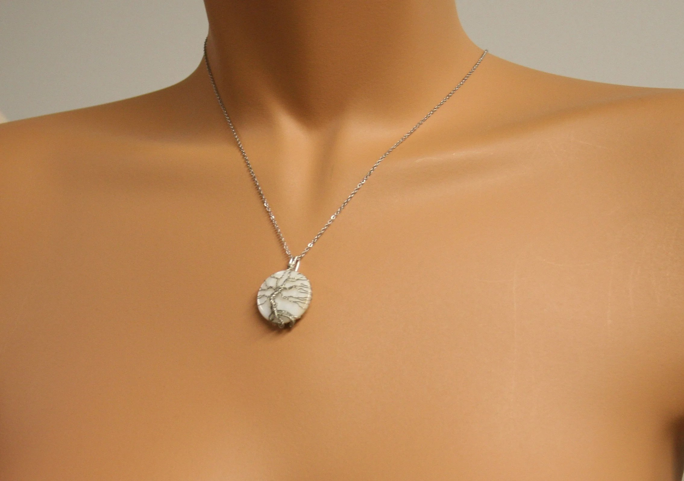 pendant tree of life on white mother of pearl 105 image 3