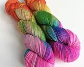 Hand dyed merino/nylon sock fingering 4ply weight yarn.  Summer is Coming - variegated hot pink rainbow, knitting crochet weaving yarn.