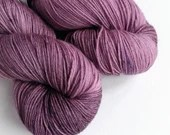 Hand dyed sock yarn, 75/25% superwash merino/nylon sock fingering 4ply weight yarn, dusky pink purple sock yarn, OOAK fingering weight yarn.