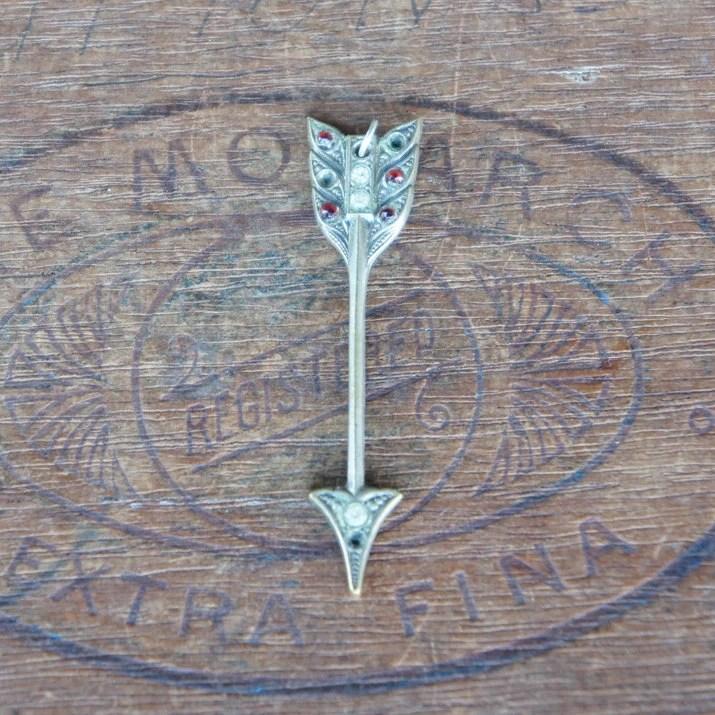 Antique Arrow Pendant Amu...