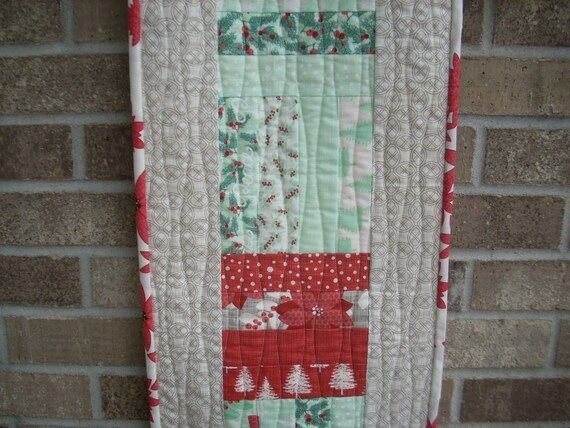 winterberry  tablerunner - FREE SHIPPING