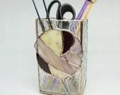 Knitting needle vase, stained glass vase, knitting needle holder, gift for knitter, plum purple glass, natural yarn, gift for knitter, fiber