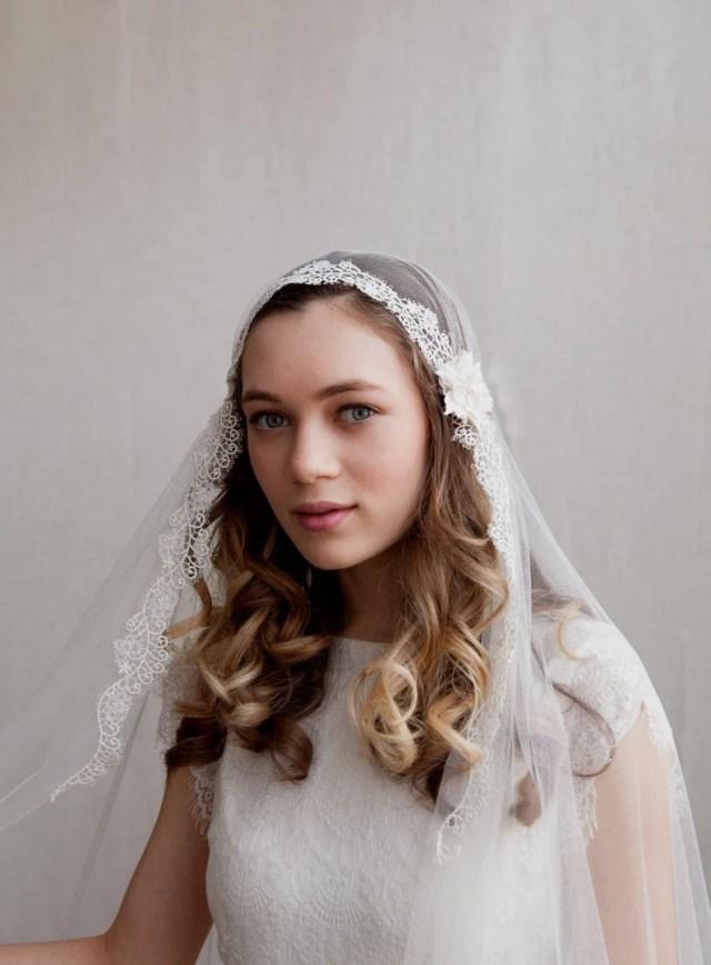 juliet cap wedding veil with lace , kate moss veil wedding veil with flower details - 1930s wedding veil - uk