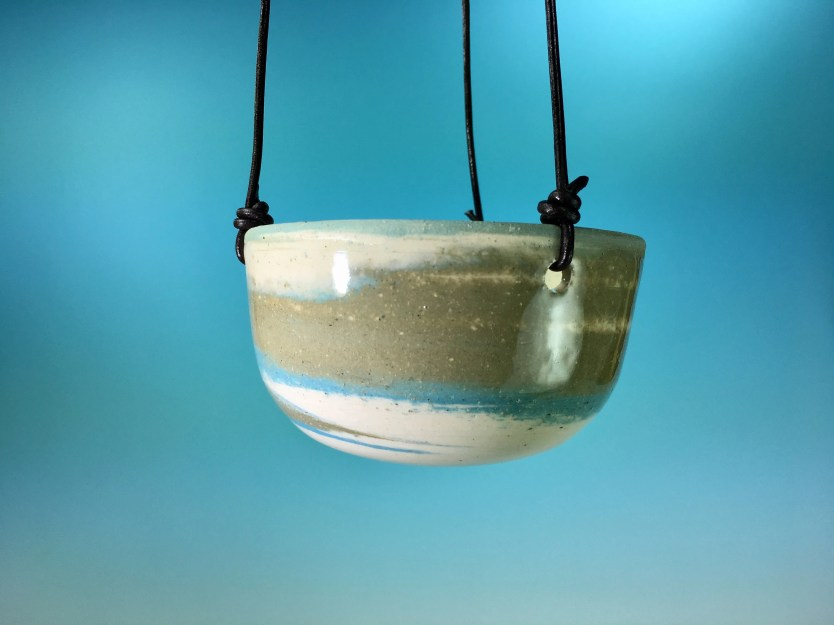 Hanging Planter / Clay Sw...