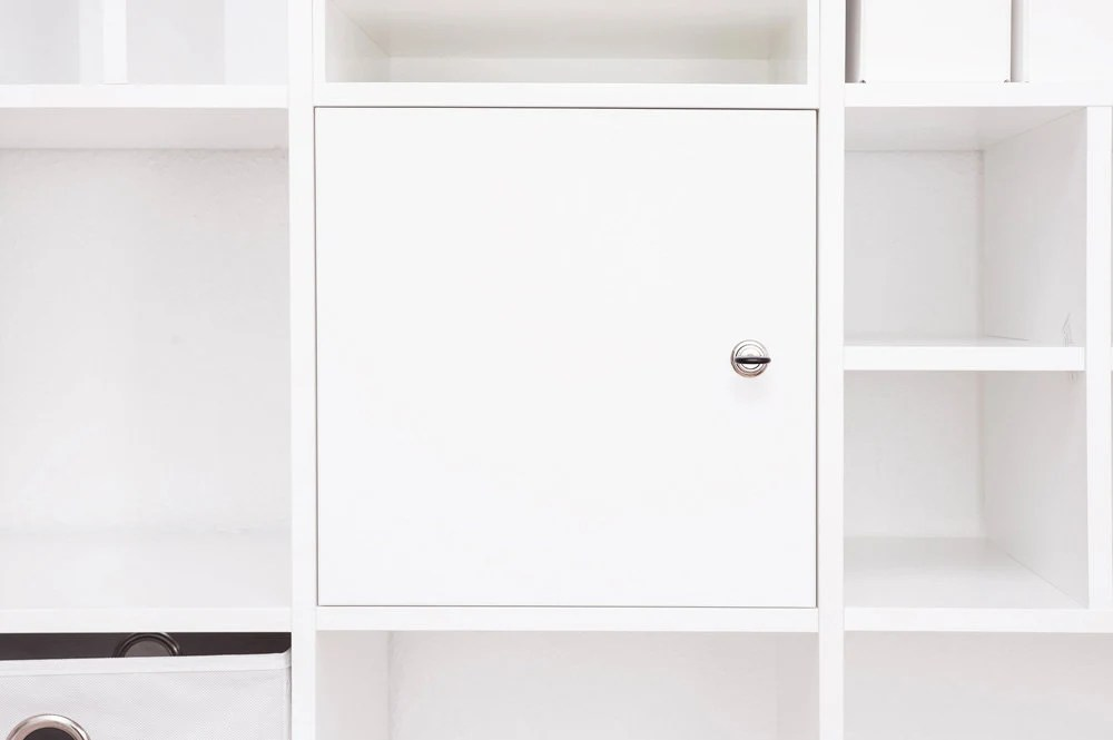 lockable door for ikea kallax expedit shelf with lock and back wall in white different closing