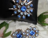 Stunning Vintage Blue Rhinestones Brooch Pin & Earrings Jewelry Demi Parure Set Gold Tone Star Starburst Flowers 1950s
