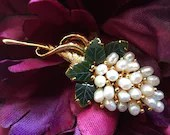 Vintage Fresh Water Pearls & Jade Jadeite Brooch Cluster of Grapes with Grape Leaves Gold Tone Lapel Pin Elegant! Smithsonian Institution