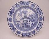 """1932 Wedgwood English Bone China Yale University """"Sheffield Hall 1859-1931"""" Blue and White Dinner Plate"""